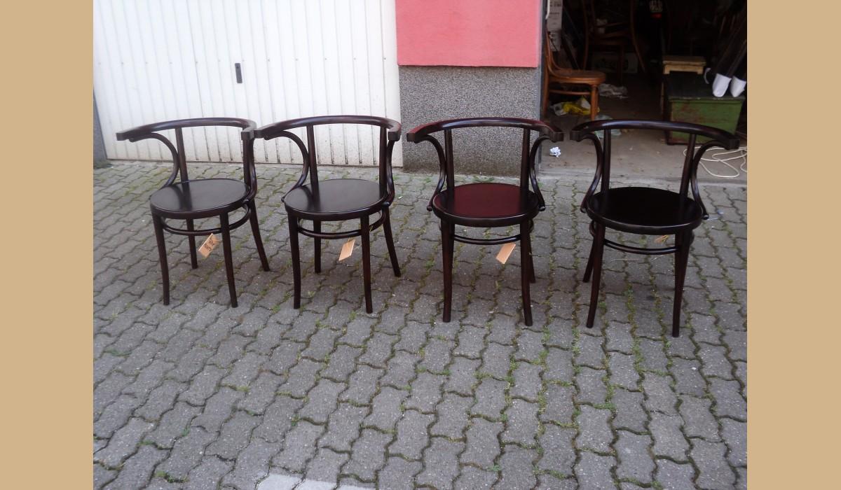 Sedie Depoca : 4 sedie con braccioli a pozzetto depoca lucidate in faggio curvato