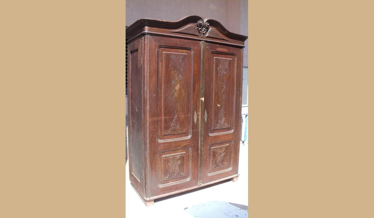 armadio antico lastronato in noce con cimasa mossa alt 185 lar 130 pro ...