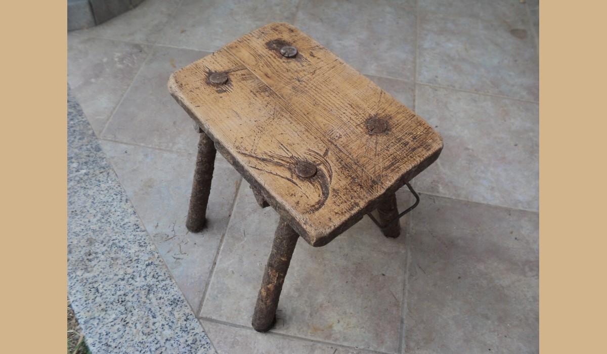 Sgabello rustico da caminetto a 4 piedi in legno massello alt 32