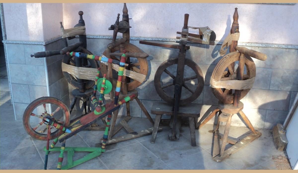 oggetti rustici : filarini vari modelli antichi per la lavorazione della lana