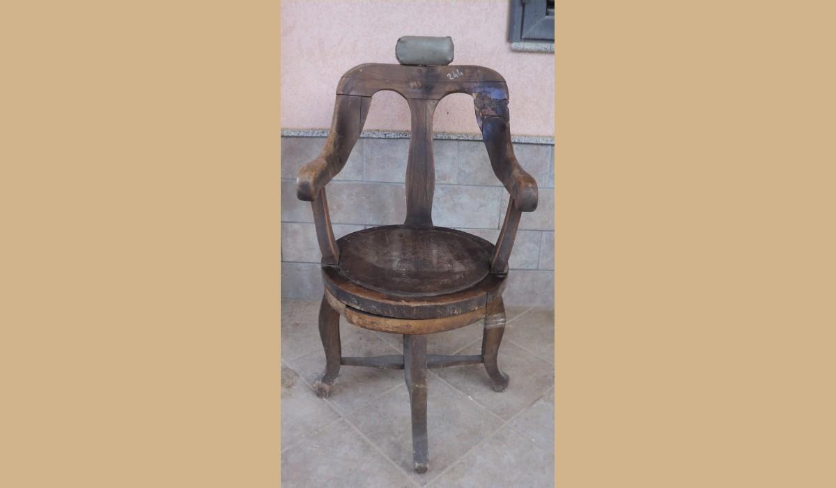 oggetti rustici : sedia da barbiere epoca 800 in legno duro con rulli da restaurare { da ...